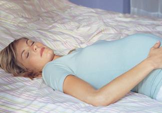 怀孕了晚上睡不好是什么原因 怀孕期间睡眠质量差怎么改善