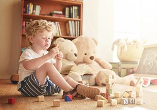 各年龄端小孩子适合玩什么玩具 3-7岁小朋友玩具类型推荐
