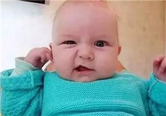 宝宝喜欢摸自己耳朵是怎么回事 四个月宝宝经常用手抓耳什么原因