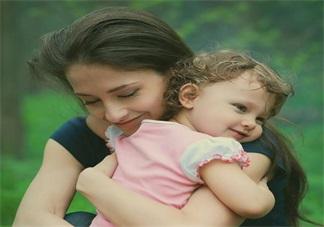 孩子要抱抱置之不理 多抱抱孩子有益孩子成长发育