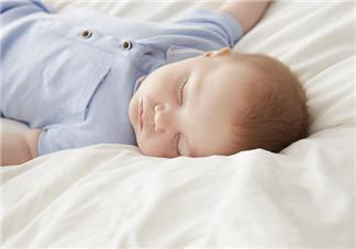 宝宝睡在床上的位置 如何保证宝宝安全