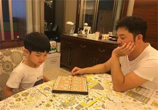 沙溢和安吉一起下象棋 怎么教孩子下象棋