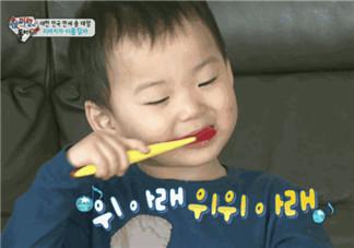 宝宝刷牙的最佳年龄 一岁宝宝怎么刷牙(宝宝不爱刷牙怎么办)