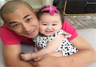赵文卓两天假期也要回家看孩子 爸爸工作忙碌如何照料孩子