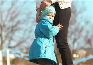 宝宝一直害羞怕生 如何引导孩子更合群