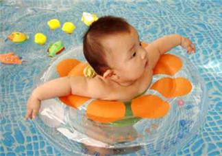 宝宝游泳好处 家长须知的注意事项